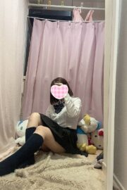 8/5体験入店初日かえで(超激03ベイビー2003年生まれJK中退年齢)
